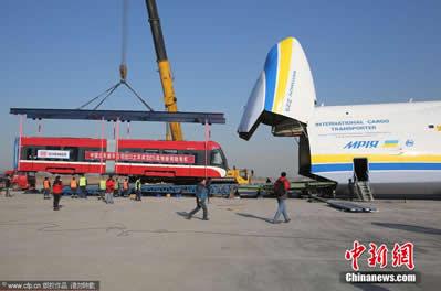 世界最大货运飞机安-225石家庄机场装运由中国北车唐