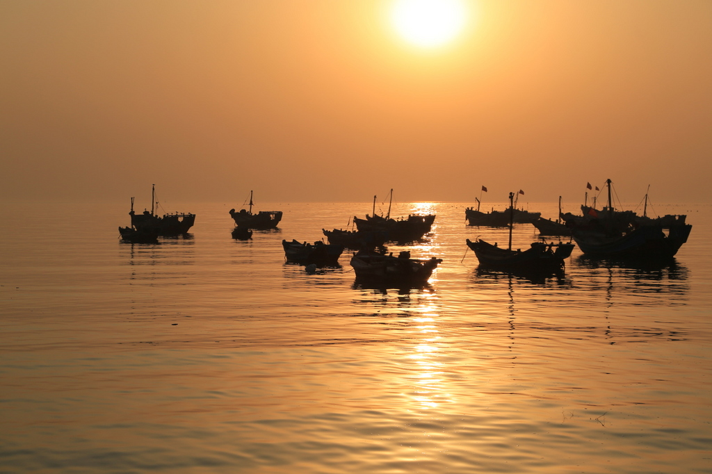 青岛银沙滩-落日渔归-青岛西海岸新闻网