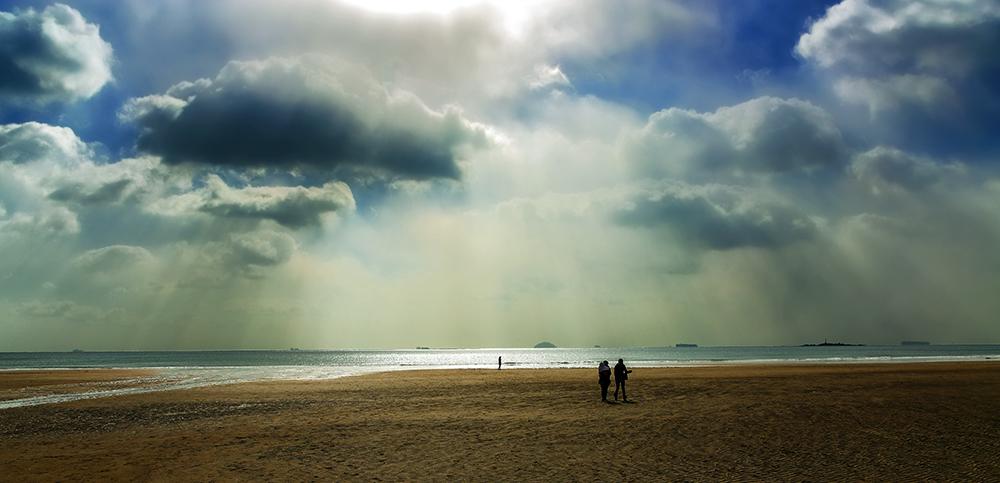 青岛海边的云