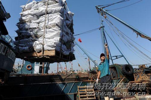 组图:西海岸两艘远洋捕捞渔船满载而归-青岛西海岸