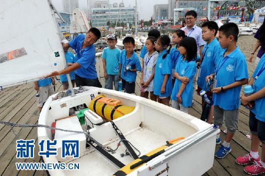 青岛:少年乘风驾帆船-青岛西海岸新闻网