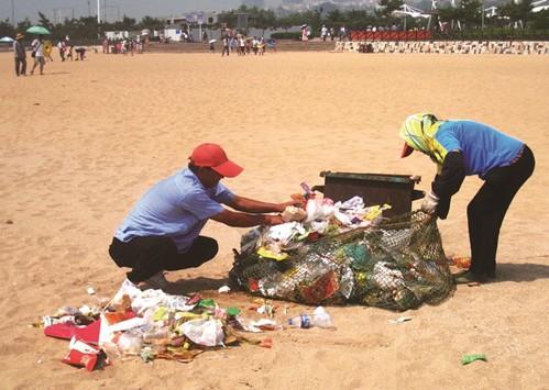 > 正文     记者从青岛森林野生动物世界工作人员处了解,乱丢垃圾对于