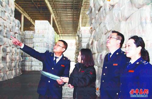 青岛保税港区税务人员到交易市场仓库征求意见建议