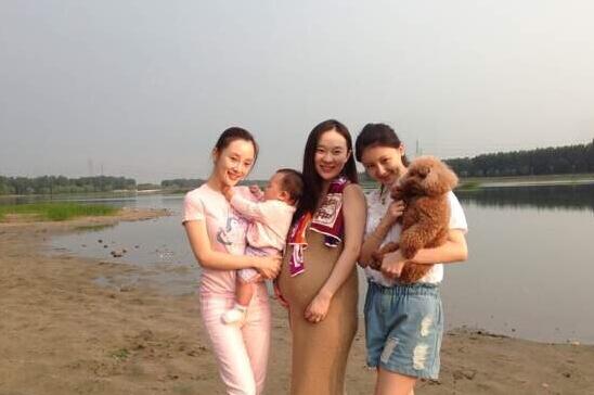 霍思燕晒闺蜜聚会旧照 - 青岛西海岸新闻网