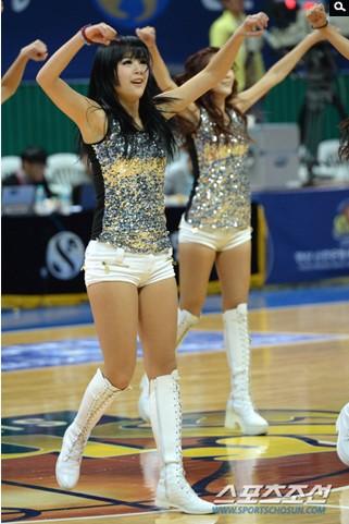 篮球宝贝性感热舞 - 青岛西海岸新闻网