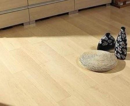 打蜡还是精油 实木地板养护方案选择