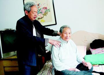 隐珠街道68岁王恩玉妻子离世 悉心照顾岳母30余年