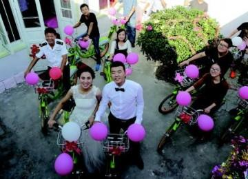 """""""单车婚礼"""":让10公里迎亲路程洒满了幸福"""