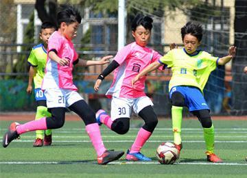 春暖花开一起来运动 小学校园足球活动欢乐多