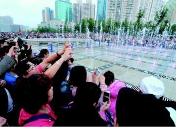 前海一线游客激增