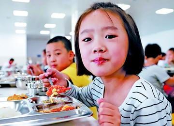 新学校新食堂学生乐享午餐