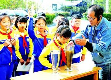 小学生探秘污水如何变清泉