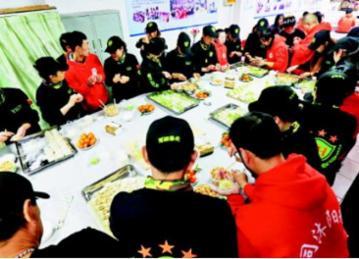 孤独症青年和志愿者开展迎新年饺子宴