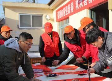 老年大学志愿者送祝福活动走进革命老区