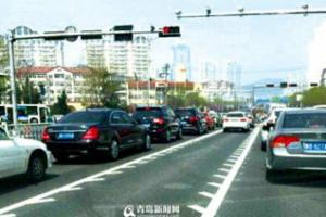 市区增至四条锯齿车道 咋跑抬头看导向牌