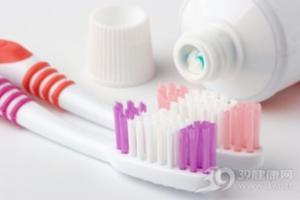 8个错误刷牙方法反而会伤牙