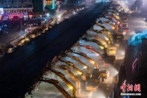 南昌一立交桥拆除 200余台挖掘机同场工作