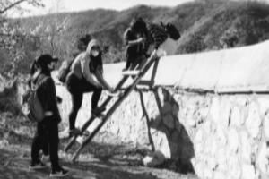 带游客逃票、搭梯子翻墙 香山公园拉黑活猖獗