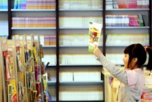 """公众对""""熊孩子""""划分""""隔离区"""" 暑期孩子该去哪儿看书"""