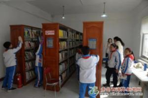 """新区图书馆开展""""雷锋月""""志愿活动"""
