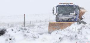 英国北部遭遇强降雪 当地发布黄色预警信号