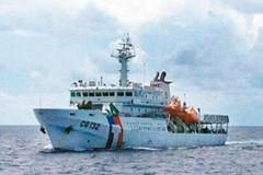台湾海巡舰艇追上渔民船队