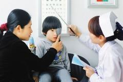 青少年要定期做视力检查