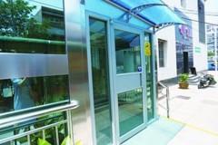青岛首个老楼电梯加装工程交付