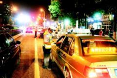 夜间查酒驾 交警在行动