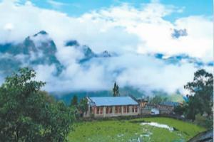 旅游美了少数民族村寨