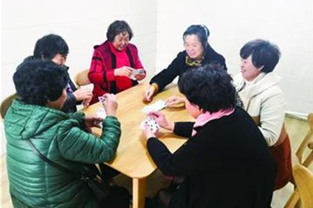 社区居家养老中心:吃上暖心饭 打起开心牌