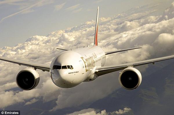 飞机降落在巴拿马城托库门国际机场