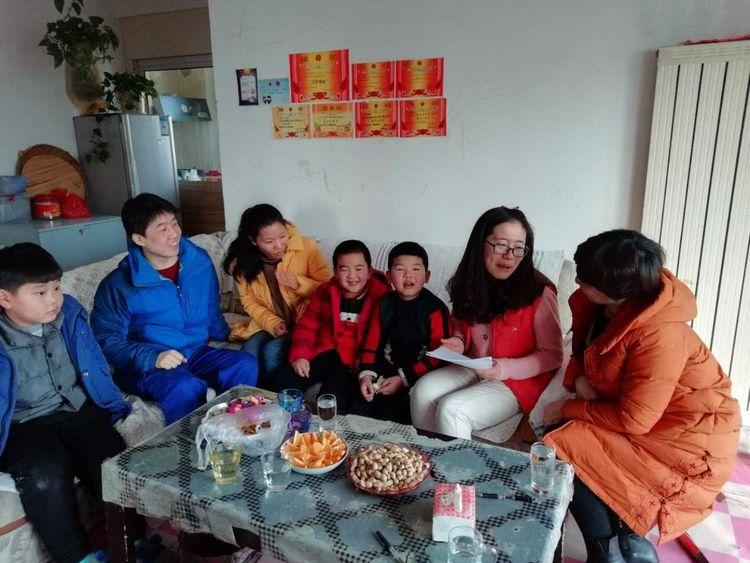 辛安街道抬头年级:游戏寒假活动家访,让教育更开展的小学玩四小学图片
