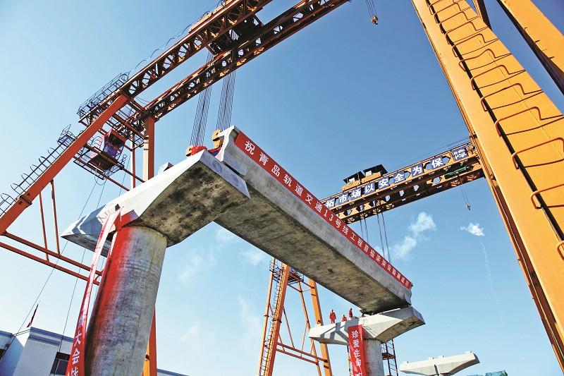 轨道交通13号线架设首榀u型梁梁体 装降噪吸音材料