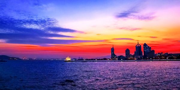 西海岸新闻官方微信(xihaiannews)         标签:        夕阳下栈桥