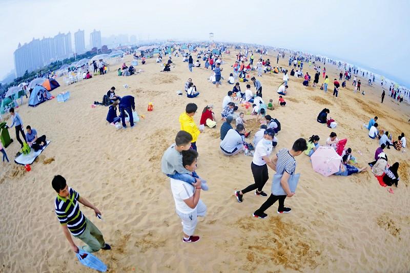 金沙滩 人如织-青岛西海岸新闻网