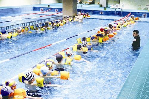 游泳课程全面进校园-青岛西海岸新闻网