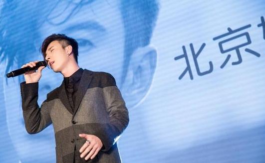 陈势安发新专辑《亲爱的偏执狂》