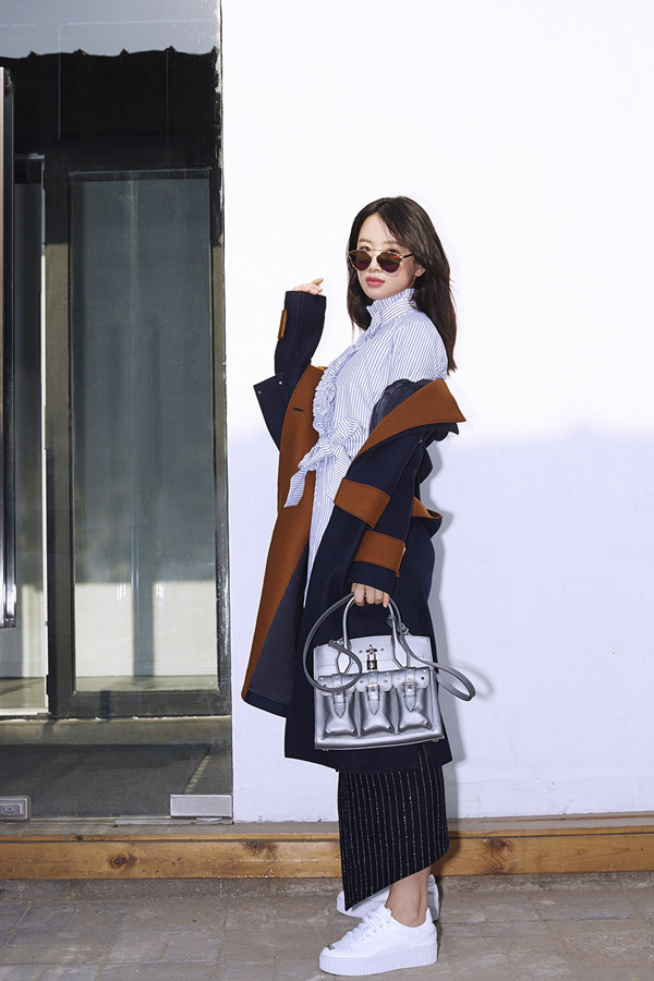 李梦时尚街拍 张扬青春自信与活力图片