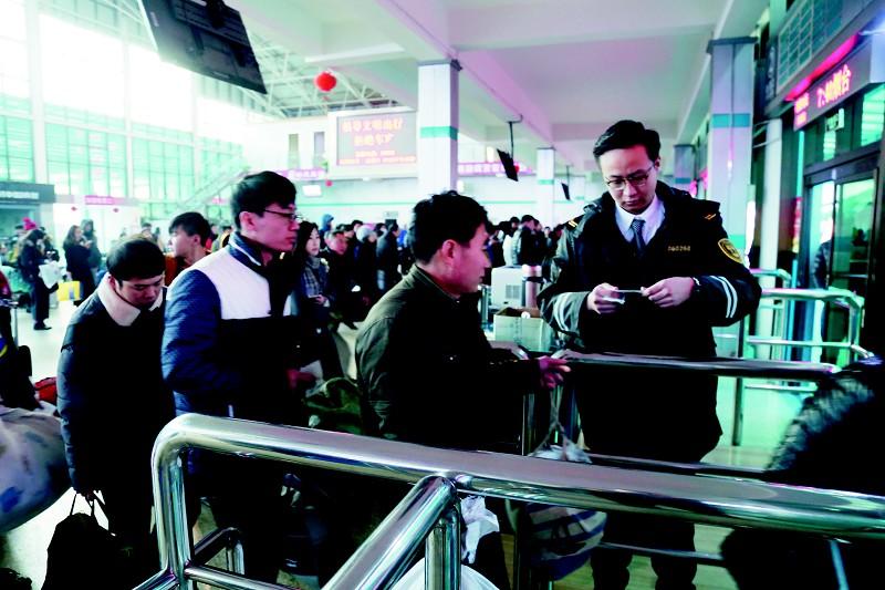 (王璇 李松伦) 数读春运 青岛西海岸汽车总站:运送旅客420万人次 科学