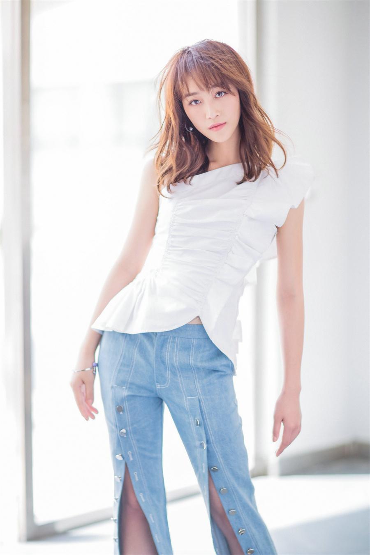 藍盈瑩曝初夏陽光寫真 90后原力女生清爽來襲圖片
