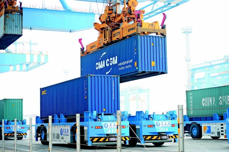亚洲首个全自动化码头在青岛港投入运营